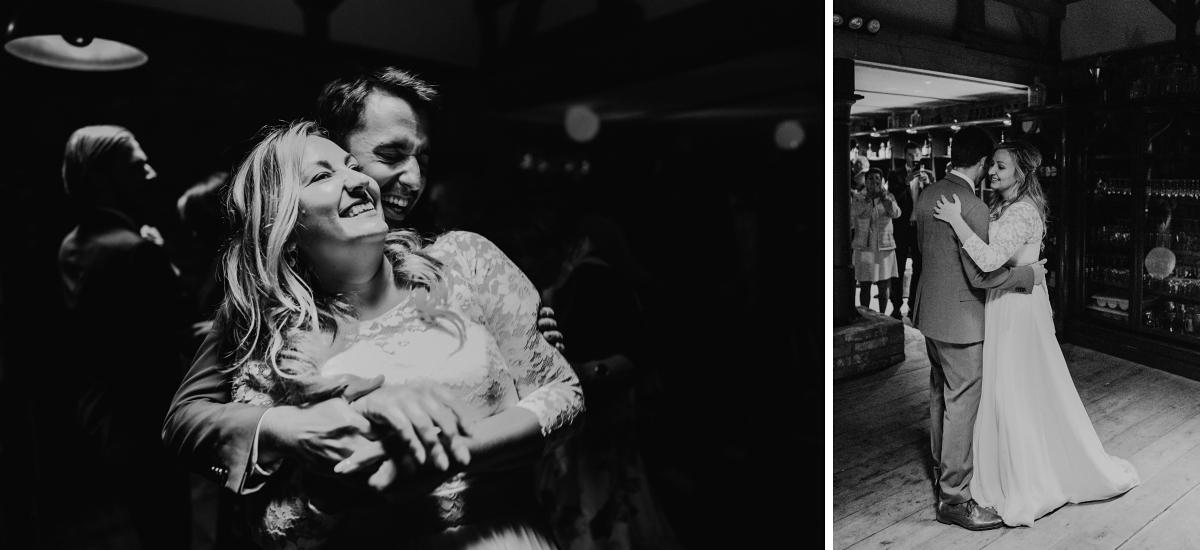 ungestellte Hochzeitsfotos Brautpaar Hochzeitstanz - Standesamt Weidendom und Spreewood Distillers DIY-Herbst-Hochzeit von Spreewald Hochzeitsfotografin aus Berlin © www.hochzeitslicht