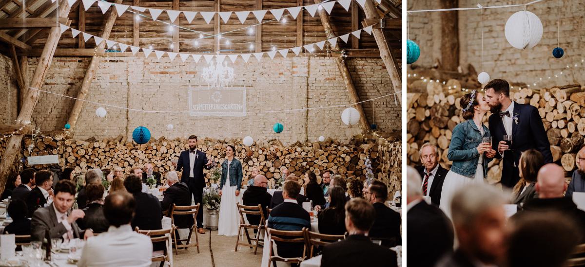 Hochzeitsfeier moderne Scheunenhochzeit - Boho-Scheunenhochzeit in Brandenburg im Schmetterlingsgarten mit Hochzeitsfotografin aus Berlin © www.hochzeitslicht.de
