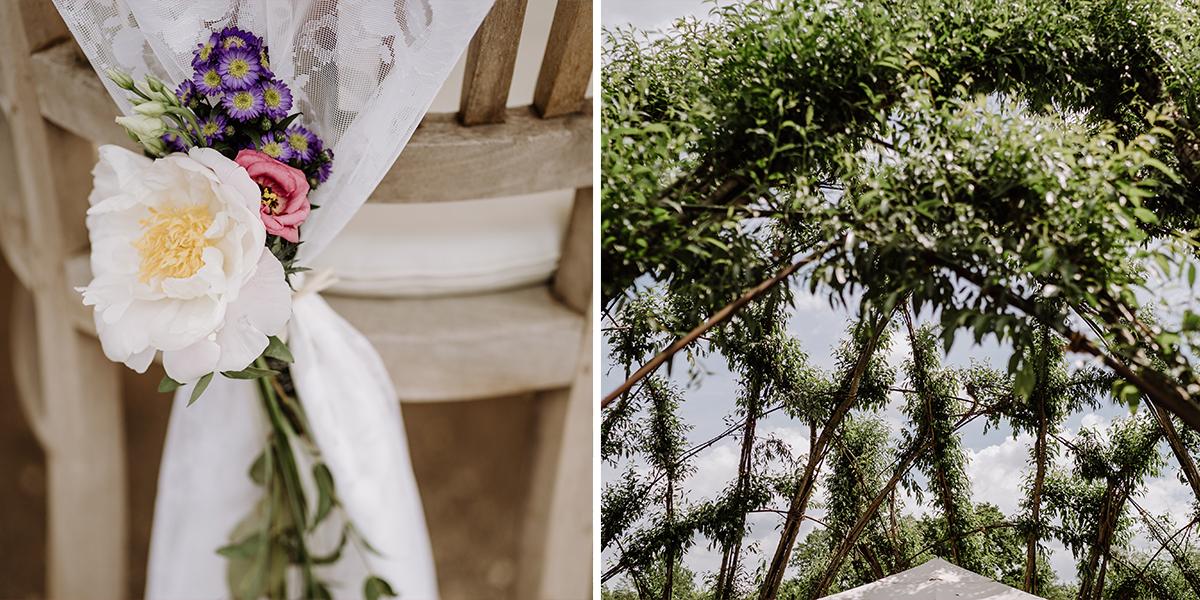 Idee Blumendekoration Stuhlhussen DIY Hochzeit - Spreewald Hochzeitsfotografin im Standesamt Weidendom Hochzeit am Wasser im Spreewaldresort Seinerzeit © www.hochzeitslicht.de