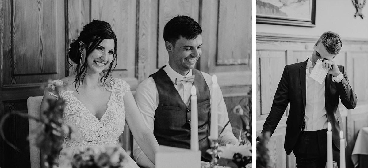 authentische Hochzeitsreportagefotos bei Reden am Abend - Spreewald Hochzeitsfotografin im Standesamt Weidendom Hochzeit am Wasser im Spreewaldresort Seinerzeit © www.hochzeitslicht.de