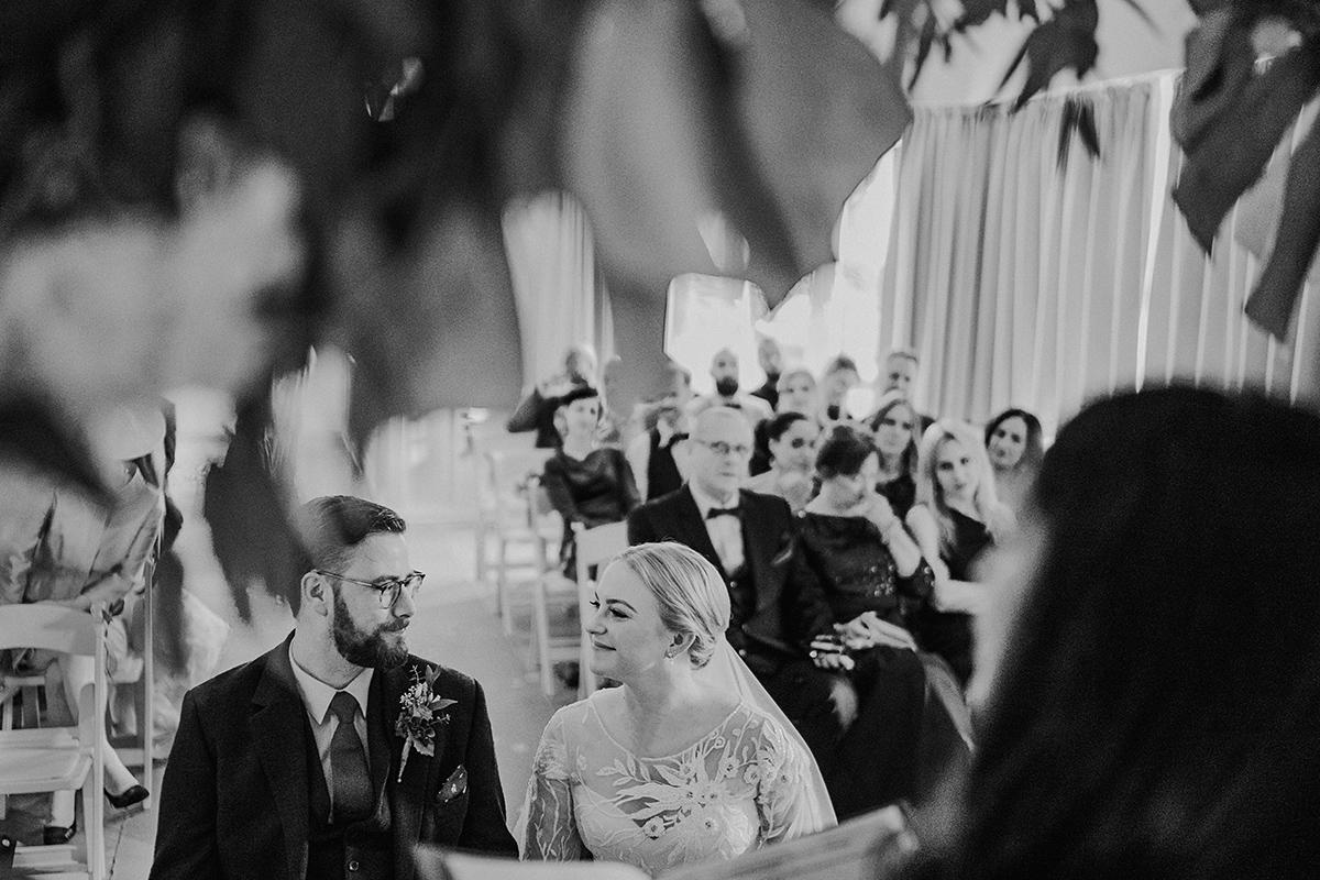 künstlerische Hochzeitsfotografie freie Trauung Berlin - vintage DIY Waldhochzeit in Berlin von Villa Schützenhof Hochzeitsfotografin © www.hochzeitslicht.de