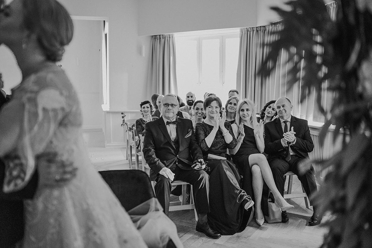 Hochzeitsreportage freie Trauung Villa Schützenhof - vintage DIY Waldhochzeit in Berlin von Villa Schützenhof Hochzeitsfotografin © www.hochzeitslicht.de