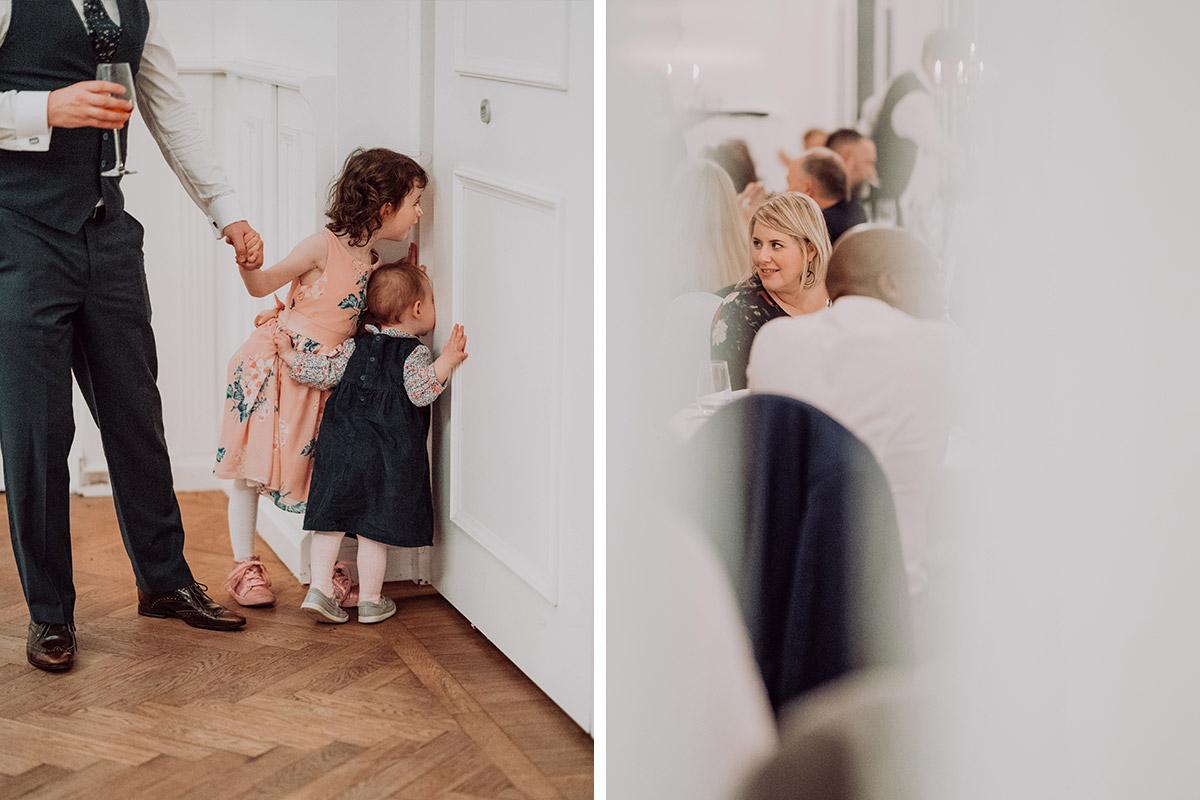 Hochzeitsreportagefoto Hochzeitsfeier Villa Schützenhof - vintage DIY Waldhochzeit in Berlin von Villa Schützenhof Hochzeitsfotografin © www.hochzeitslicht.de