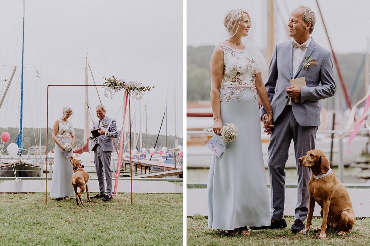 Hochzeitsfotos Brautpaar freie Trauung Hochzeit mit Hund- Hochzeit am Wasser von Hochzeitsfotografin Standesamt Berlin Spandau © www.hochzeitslicht.de