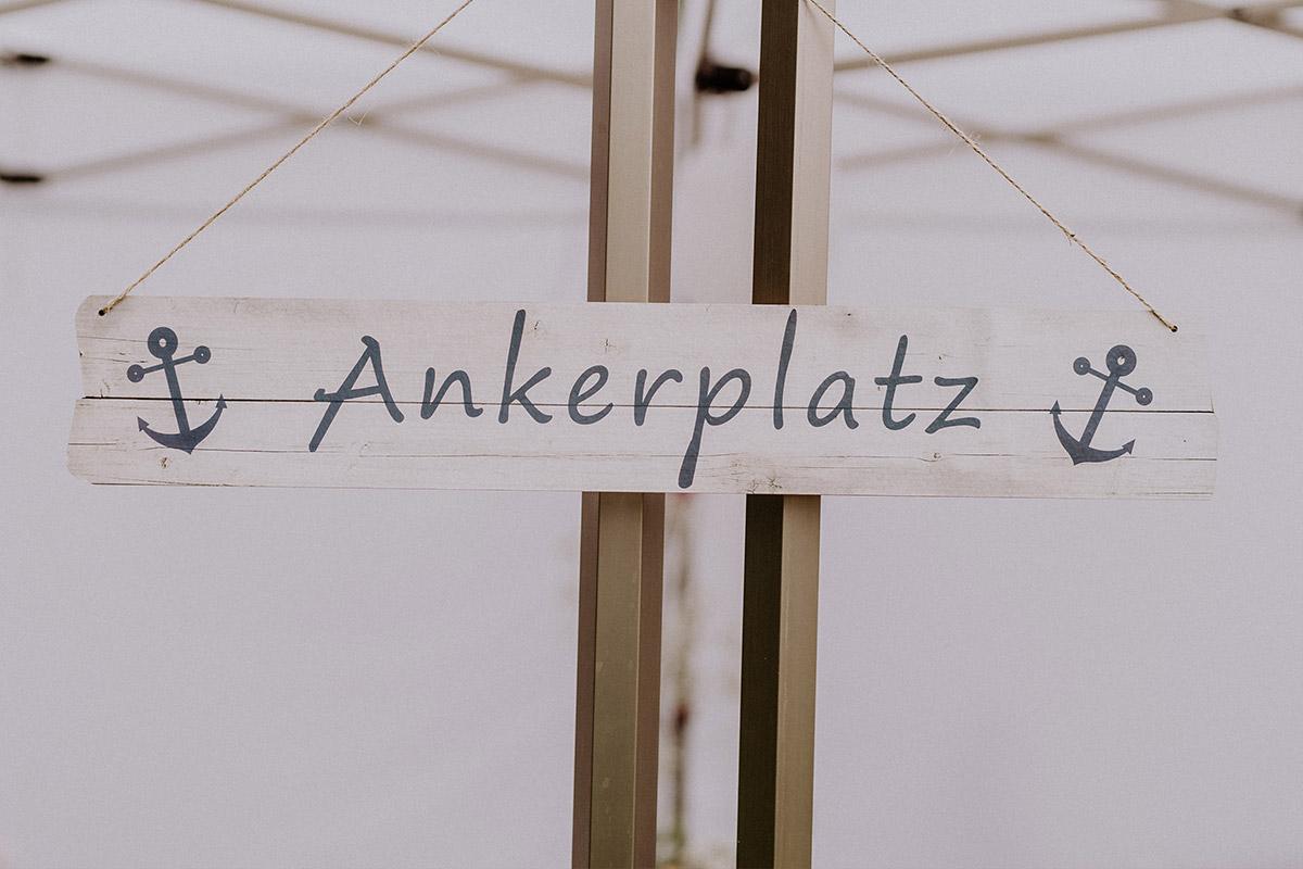 Inspiration Deko Bootshochzeit Sommer Anker - Hochzeit am Wasser von Hochzeitsfotografin Standesamt Berlin Spandau © www.hochzeitslicht.de