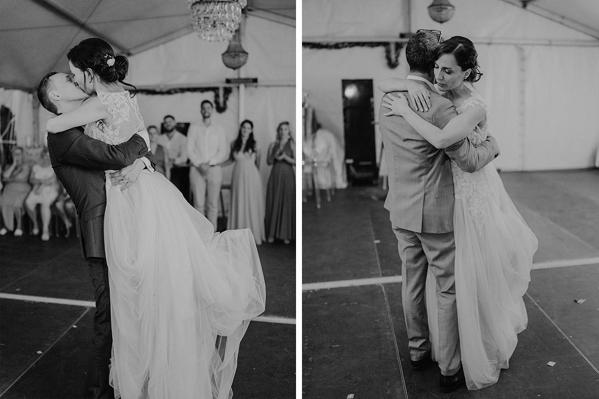 emotionale Hochzeitsbilder Hochzeitsfeier russische Hochzeit - Potsdam Hochzeitsfotografin im Gut Schloss Golm für Hochzeit am Wasser und im Wald © www.hochzeitslicht.de