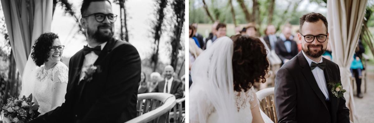 Hochzeitsfotos Brautpaar ungestellt Trauung - Standesamt vintage Hochzeitsfotograf im Spreewald Brandenburg im Weidendom des Spreewaldresort Seinerzeit und im Spreewood Distillers © www.hochzeitslicht.de