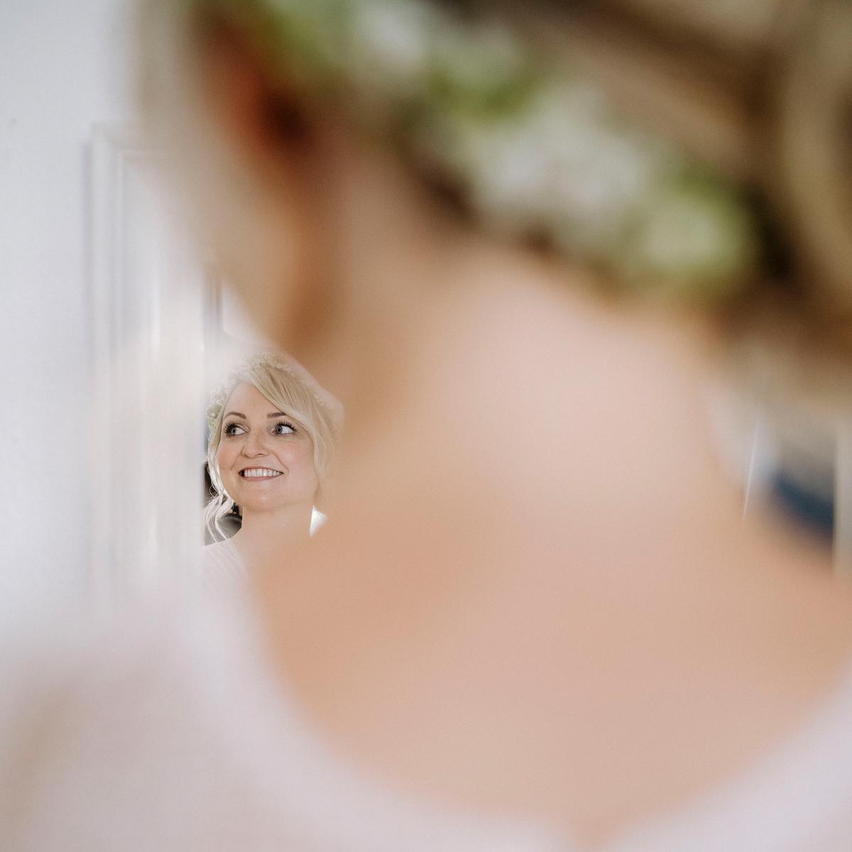 künstlerische Hochzeitsfotografie Berlin bei vintage Sommerhochzeit Fine Art Fotografie - urbane Hochzeitsfotos im Restaurant Sonnendeck Hochzeitslocation am Wasser Hochzeitsfotograf Berlin © www.hochzeitslicht.de