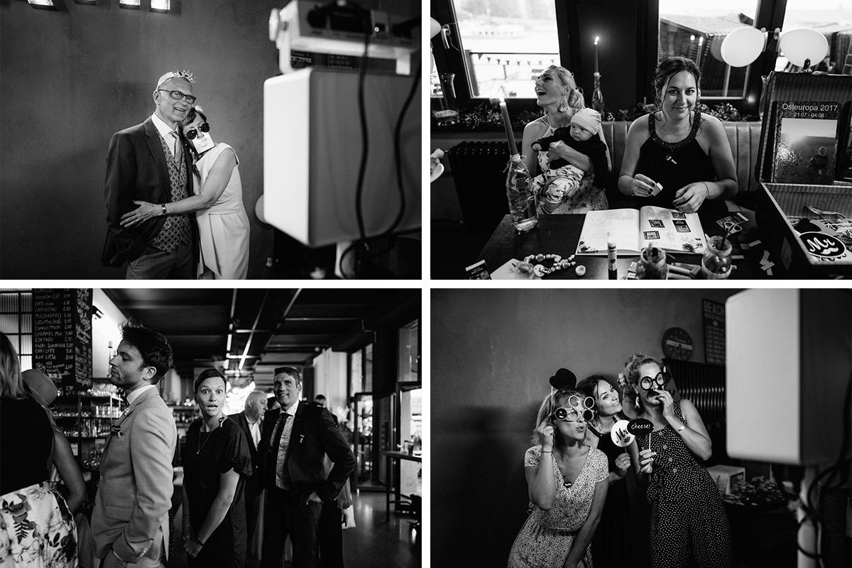 Ideen Unterhaltung Gäste Hochzeitsfeier Photobooth - urbane Hochzeitsfotos im Restaurant Sonnendeck Hochzeitslocation am Wasser Hochzeitsfotograf Berlin © www.hochzeitslicht.de