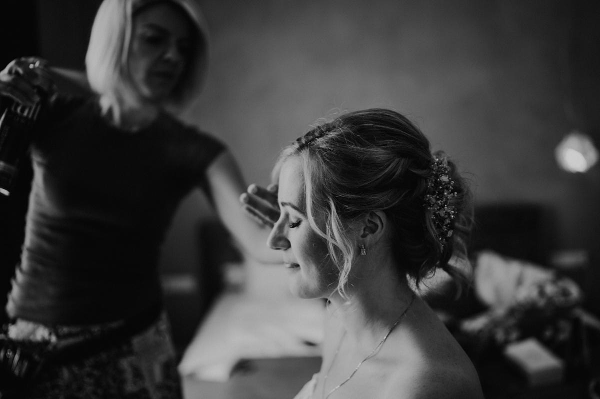 Getting Ready Foto Braut - Persische Boho-Chic Hochzeit in der Malzfabrik Berlin von Hochzeitsfotografin aus Berlin Friedrichshain © www.hochzeitslicht.de #hochzeitslicht