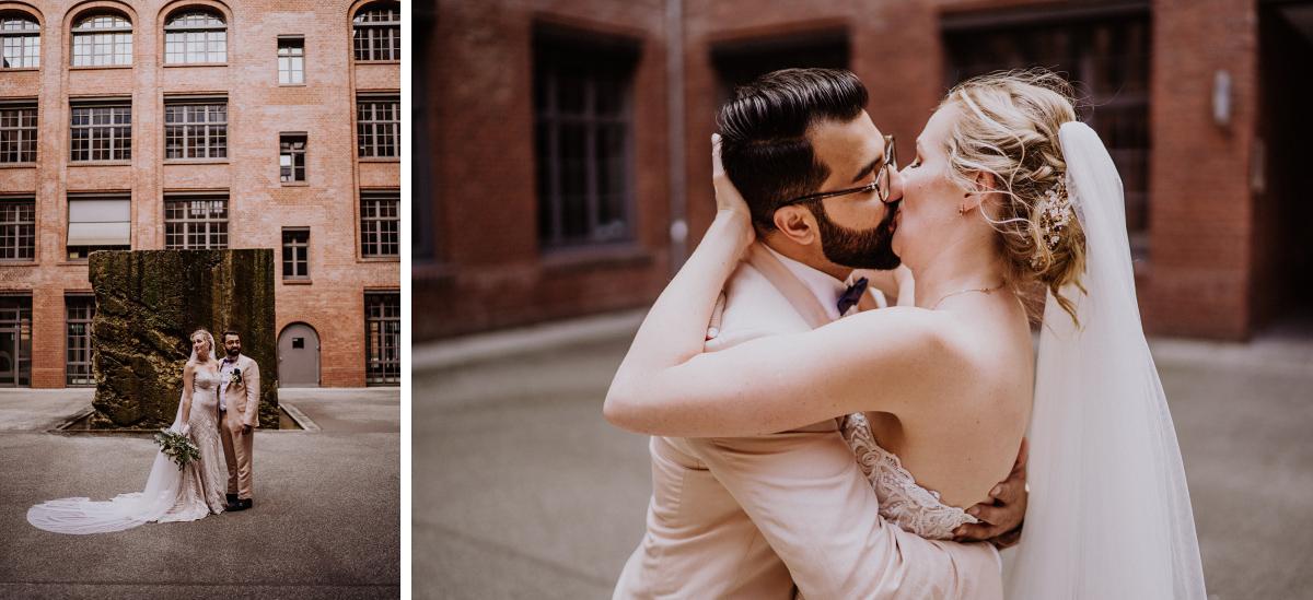 intimes Hochzeitsfotoshooting Hinterhof - Persische Boho-Chic Hochzeit in der Malzfabrik Berlin von Hochzeitsfotografin aus Berlin Friedrichshain © www.hochzeitslicht.de #hochzeitslicht