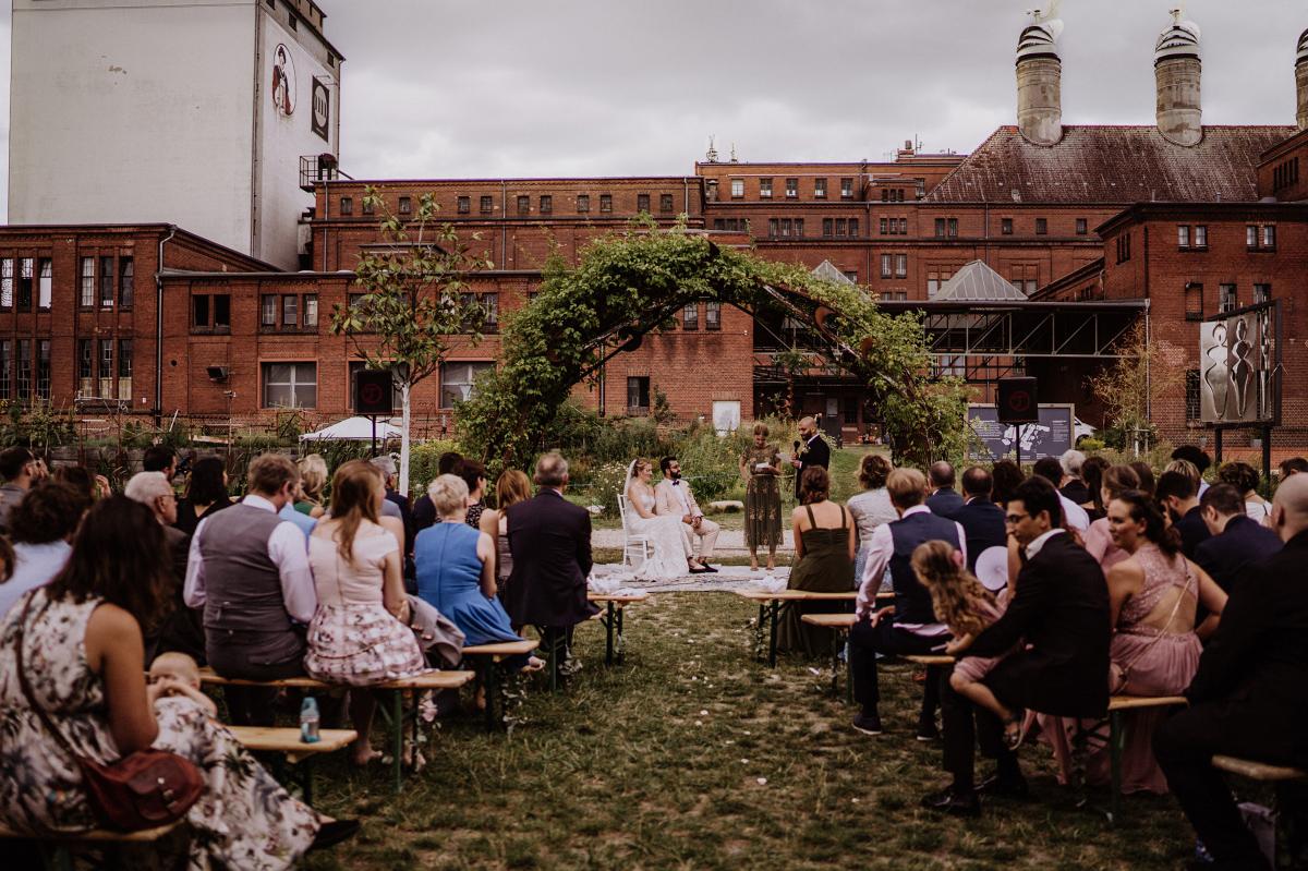 frei Trauung Garten Berlin - Persische Boho-Chic Hochzeit in der Malzfabrik Berlin von Hochzeitsfotografin aus Berlin Friedrichshain © www.hochzeitslicht.de #hochzeitslicht