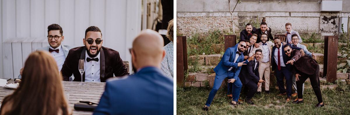 Hochzeitsfoto Bräutigam Best Men - Persische Boho-Chic Hochzeit in der Malzfabrik Berlin von Hochzeitsfotografin aus Berlin Friedrichshain © www.hochzeitslicht.de #hochzeitslicht