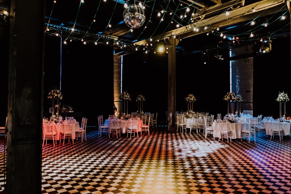 Festsaal Hochzeit Malzfabrik - Persische Boho-Chic Hochzeit in der Malzfabrik Berlin von Hochzeitsfotografin aus Berlin Friedrichshain © www.hochzeitslicht.de #hochzeitslicht