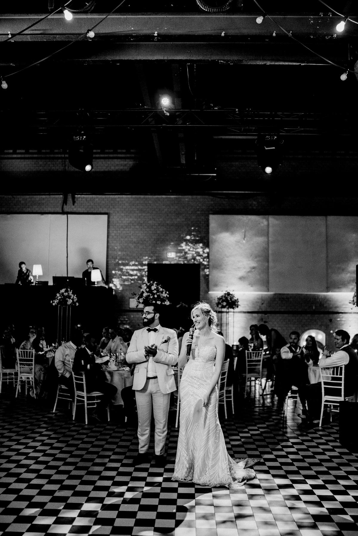 Idee Unterhaltung Gäste Programmpunkte Hochzeit Hochzeitslocation Fabrik urban Rede Brautpaar - Persische Boho-Chic Hochzeit in der Malzfabrik Berlin von Hochzeitsfotografin aus Berlin Friedrichshain © www.hochzeitslicht.de #hochzeitslicht