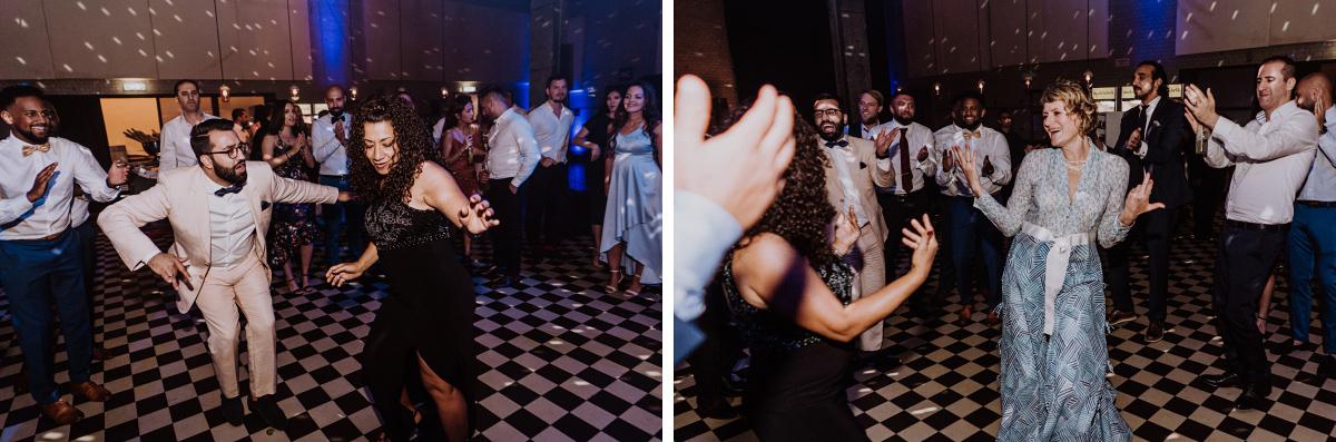 Foto Hochzeitsparty Tanzfläche - Persische Boho-Chic Hochzeit in der Malzfabrik Berlin von Hochzeitsfotografin aus Berlin Friedrichshain © www.hochzeitslicht.de #hochzeitslicht