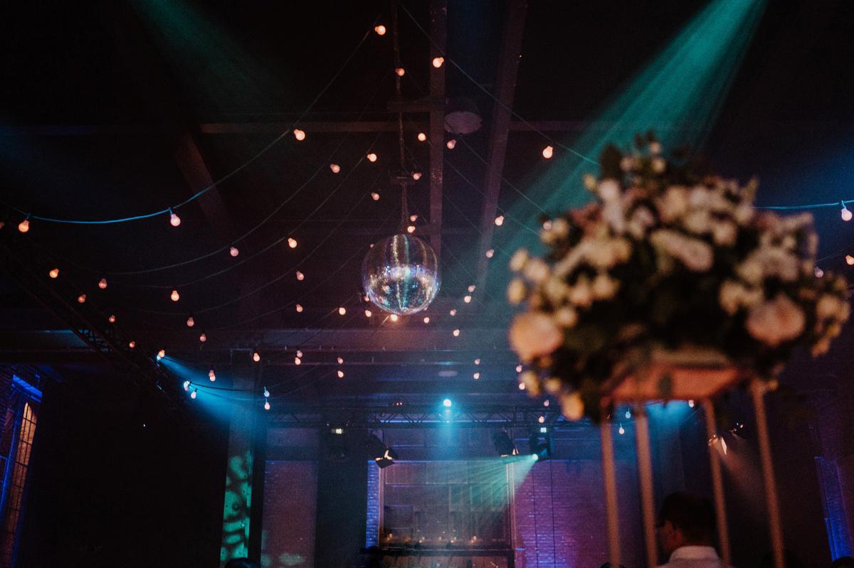Fabrikhochzeit Berlin Hochzeitsfeier - Persische Boho-Chic Hochzeit in der Malzfabrik Berlin von Hochzeitsfotografin aus Berlin Friedrichshain © www.hochzeitslicht.de #hochzeitslicht