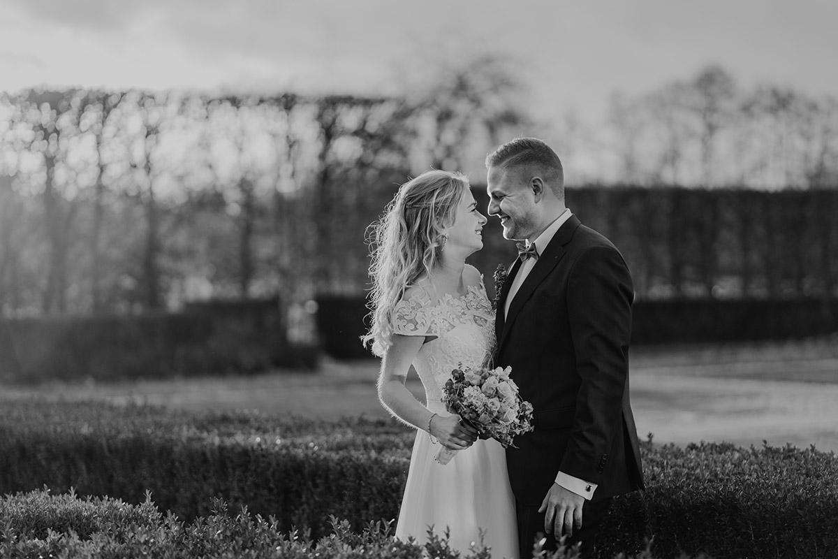 Fotoshooting Idee Landhochzeit Winter - Winterhochzeit von Hochzeitsfotograf Brandenburg - standesamtlich im Hotel zur Bleiche heiraten © www.hochzeitslicht.de #hochzeitslicht