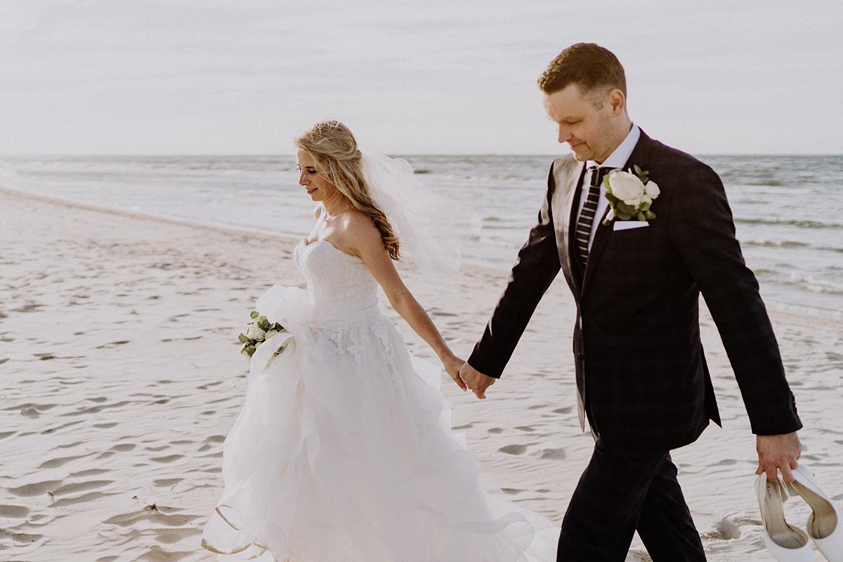 Fotoshooting Hochzeit Strand - standesamtliche Strandhochzeit - Hochzeitsfotografin an der Ostsee © www.hochzeitslicht.de #hochzeitslicht
