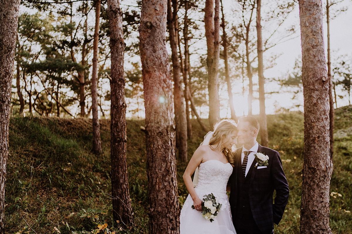 Sonnenuntergang Fotoshooting Hochzeit Wald - standesamtliche Strandhochzeit - Hochzeitsfotografin an der Ostsee © www.hochzeitslicht.de #hochzeitslicht