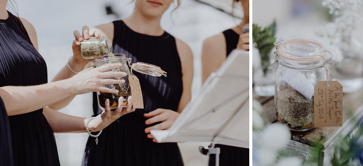 Idee Ritual freie Trauung - Hochzeitsfotograf in Hochzeitslocation mit Strand an der Spree im Sage Restaurant Berlin © www.hochzeitslicht.de #hochzeitslicht
