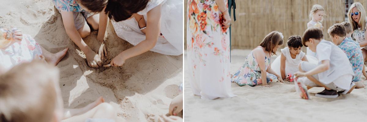 Idee Unterhaltung Kinder Hochzeit Sand Buddeln - Hochzeitsfotograf in Hochzeitslocation mit Strand an der Spree im Sage Restaurant Berlin © www.hochzeitslicht.de #hochzeitslicht