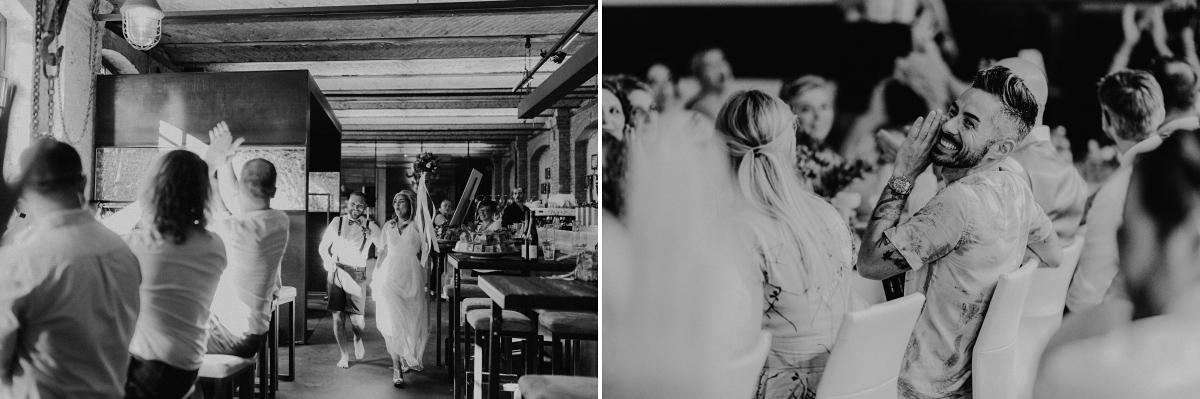Hochzeitsfotos Hochzeitsfeier Fabrikhochzeit Berlin - Hochzeitsfotograf in Hochzeitslocation mit Strand an der Spree im Sage Restaurant Berlin © www.hochzeitslicht.de #hochzeitslicht