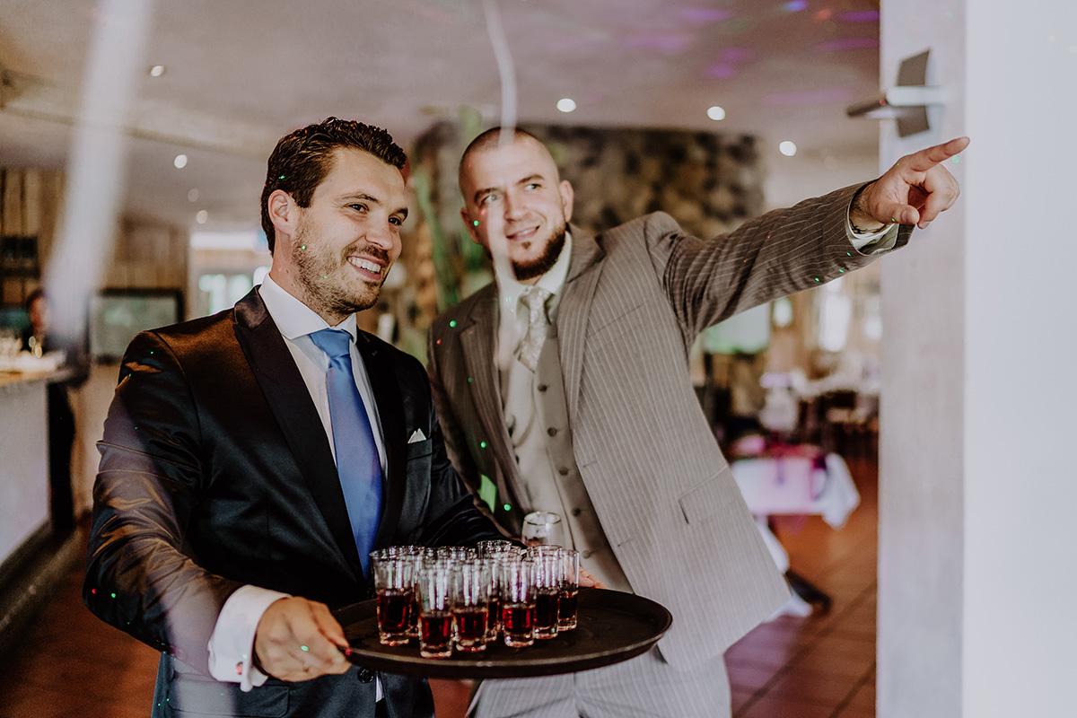 Hochzeitsfeier nach Standesamt Brandenburg - Standesamt Hochzeit am Wasser in Seelodge von Hochzeitsfotograf Brandenburg © www.hochzeitslicht.de #hochzeitslicht