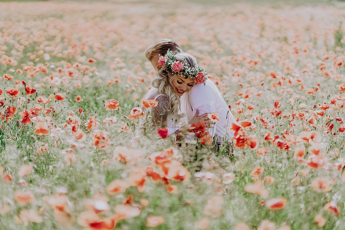 Hochzeitsfotos Brautpaar Boho-Hochzeitsfotografin Brandenburg - Standesamt Hochzeit am Wasser in Seelodge von Hochzeitsfotograf Brandenburg © www.hochzeitslicht.de #hochzeitslicht