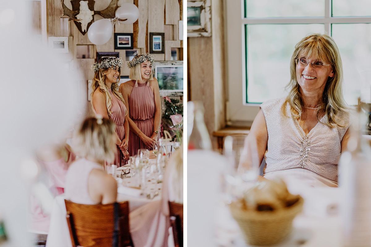 fröhliche Hochzeitsfeier Bohohochzeit Brandenburg - Standesamt Hochzeit am Wasser in Seelodge von Hochzeitsfotograf Brandenburg © www.hochzeitslicht.de #hochzeitslicht