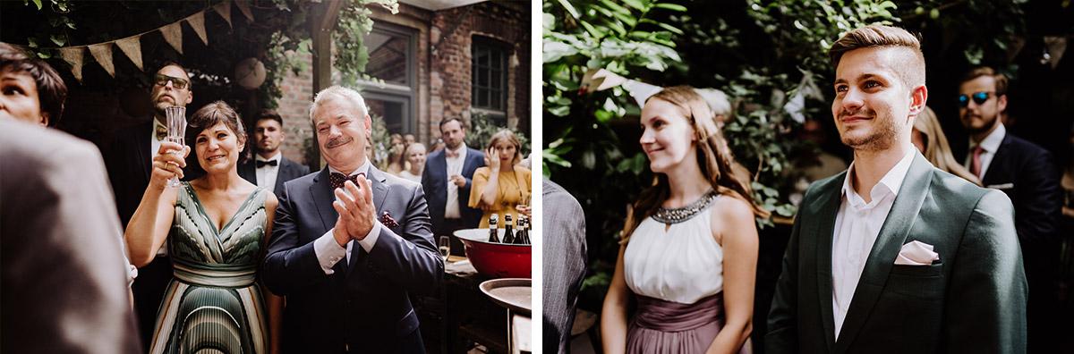 Hochzeitsreportage Hochzeitsfeier Garten - Hochzeit Berlin Friedrichshain in Hochzeitslocation Old Smithy's Dizzle von Boho Hochzeitsfotograf © www.hochzeitslicht.de #hochzeitslicht