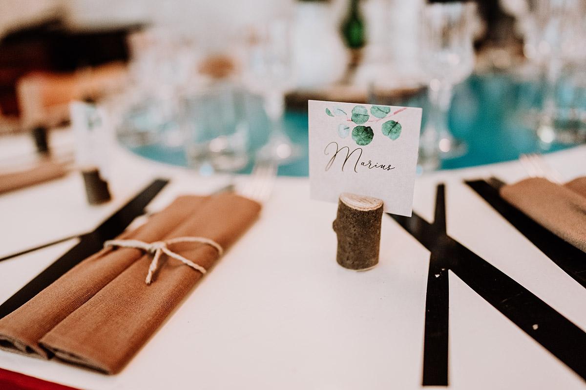DIY Tischkarten Aquarell - Hochzeit Berlin Friedrichshain in Hochzeitslocation Old Smithy's Dizzle von Boho Hochzeitsfotograf © www.hochzeitslicht.de #hochzeitslicht