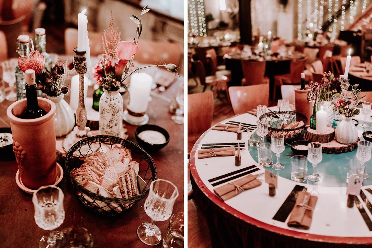 Inspiration Boho vintage Tischdekoration Hochzeit - Hochzeit Berlin Friedrichshain in Hochzeitslocation Old Smithy's Dizzle von Boho Hochzeitsfotograf © www.hochzeitslicht.de #hochzeitslicht