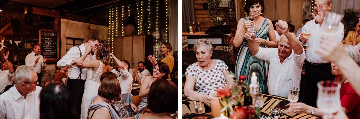 authentische Hochzeitsfotos Hochzeitsfeier - Hochzeit Berlin Friedrichshain in Hochzeitslocation Old Smithy's Dizzle von Boho Hochzeitsfotograf © www.hochzeitslicht.de #hochzeitslicht