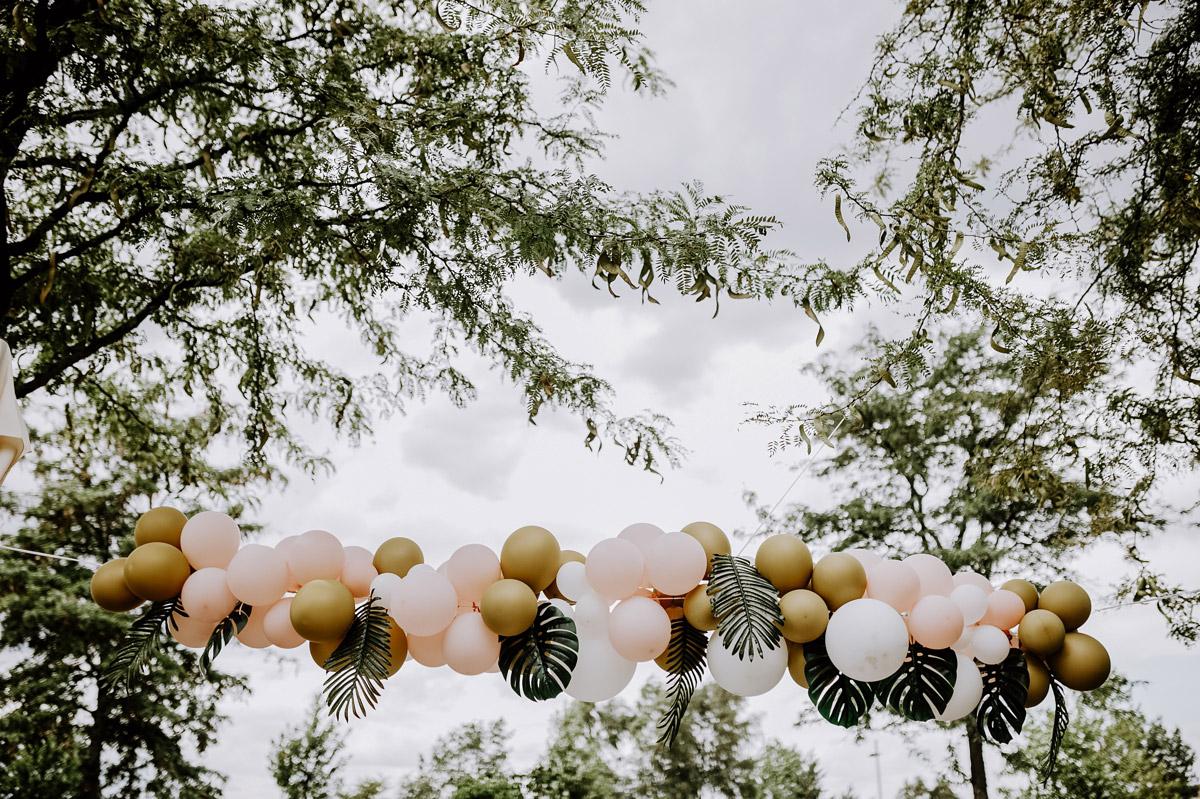 Idee Traubogen freie Trauung tropische Themenhochzeit - Hochzeitsfotos tropische Hochzeit in der Biosphäre Potsdam von Hochzeitsfotograf Berlin © www.hochzeitslicht.de #hochzeitslicht
