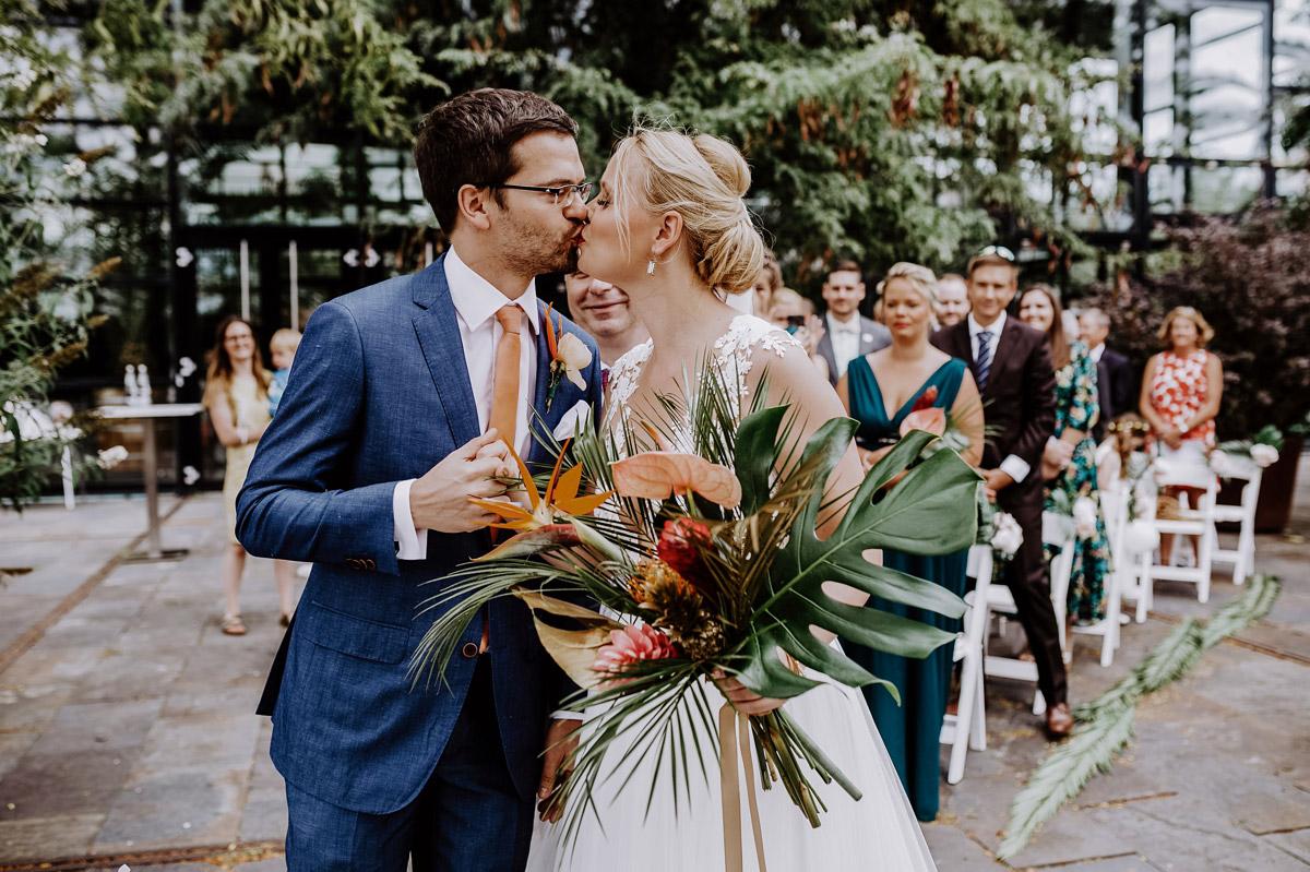 Mottohochzeit tropische Hochzeit freie Trauung - Hochzeitsfotos tropische Hochzeit in der Biosphäre Potsdam von Hochzeitsfotograf Berlin © www.hochzeitslicht.de #hochzeitslicht