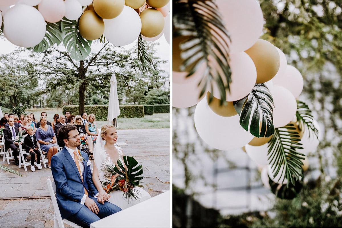 Dekoideen tropische Hochzeit freie Trauung - Hochzeitsfotos tropische Hochzeit in der Biosphäre Potsdam von Hochzeitsfotograf Berlin © www.hochzeitslicht.de #hochzeitslicht
