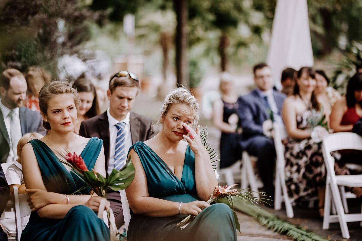 emotionale Hochzeitsfotos freie Trauung Sommerhochzeit - Hochzeitsfotos tropische Hochzeit in der Biosphäre Potsdam von Hochzeitsfotograf Berlin © www.hochzeitslicht.de #hochzeitslicht