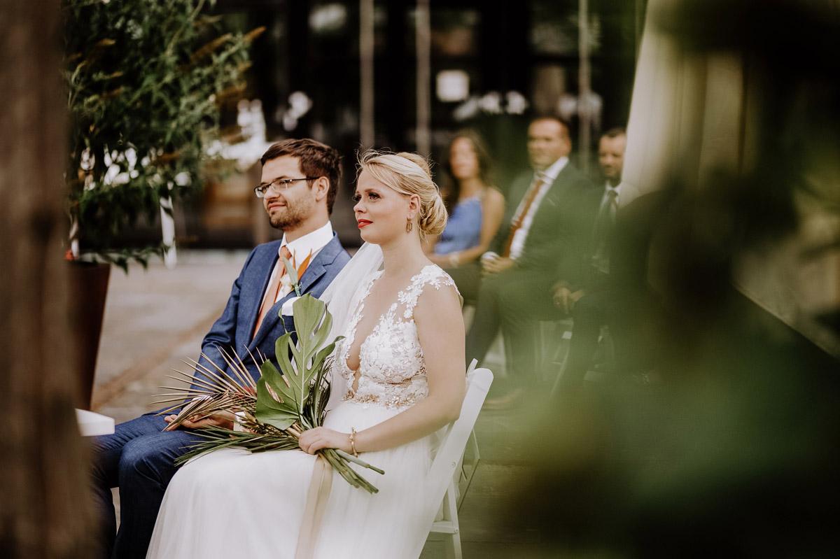 natürliche Hochzeitsfotografie Berlin - Hochzeitsfotos tropische Hochzeit in der Biosphäre Potsdam von Hochzeitsfotograf Berlin © www.hochzeitslicht.de #hochzeitslicht