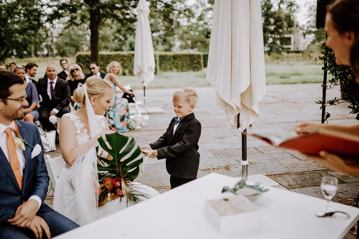 ungestellte Hochzeitsmomente freie Trauung - Hochzeitsfotos tropische Hochzeit in der Biosphäre Potsdam von Hochzeitsfotograf Berlin © www.hochzeitslicht.de #hochzeitslicht