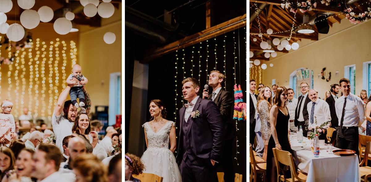 Hochzeitsfeier Fotos - Scheunenhochzeit in Brandenburg - freie Trauung Kulturscheune Thyrow von Hochzeitsfotograf Berlin © www.hochzeitslicht.de #hochzeitslicht