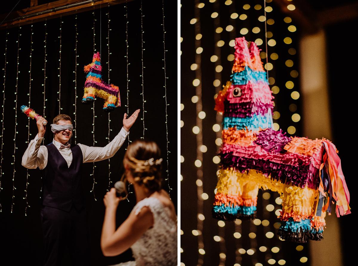 Hochzeitsspiel Brautpaar Piñata - Scheunenhochzeit in Brandenburg - freie Trauung Kulturscheune Thyrow von Hochzeitsfotograf Berlin © www.hochzeitslicht.de #hochzeitslicht