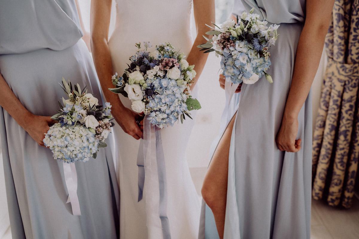 Tipp Foto Braut mit Brautjungfern - Italien Hochzeit mit Hochzeitplanerin aus Berlin #hochzeitslicht Toskana Hochzeitsfotos und Hochzeitsfilm © www.hochzeitslicht.de