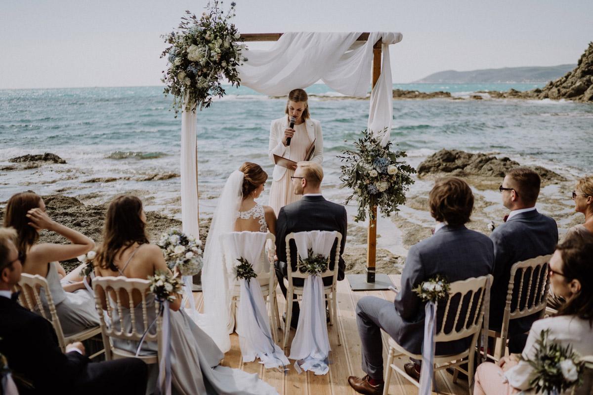 freie Trauung am Meer Strandhochzeit - Italien Hochzeit mit Hochzeitplanerin aus Berlin #hochzeitslicht Toskana Hochzeitsfotos und Hochzeitsfilm © www.hochzeitslicht.de