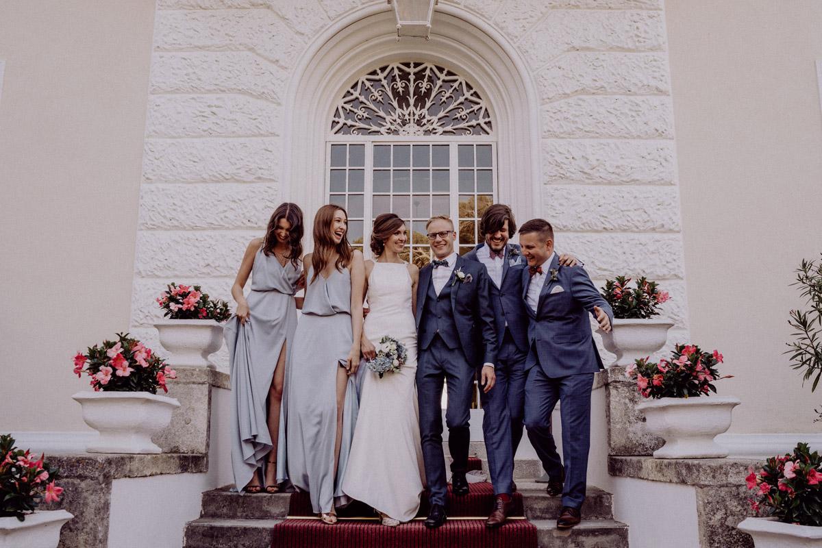 Idee Gruppenfoto Brautpaar Trauzeugen - Italien Hochzeit mit Hochzeitplanerin aus Berlin #hochzeitslicht Toskana Hochzeitsfotos und Hochzeitsfilm © www.hochzeitslicht.de