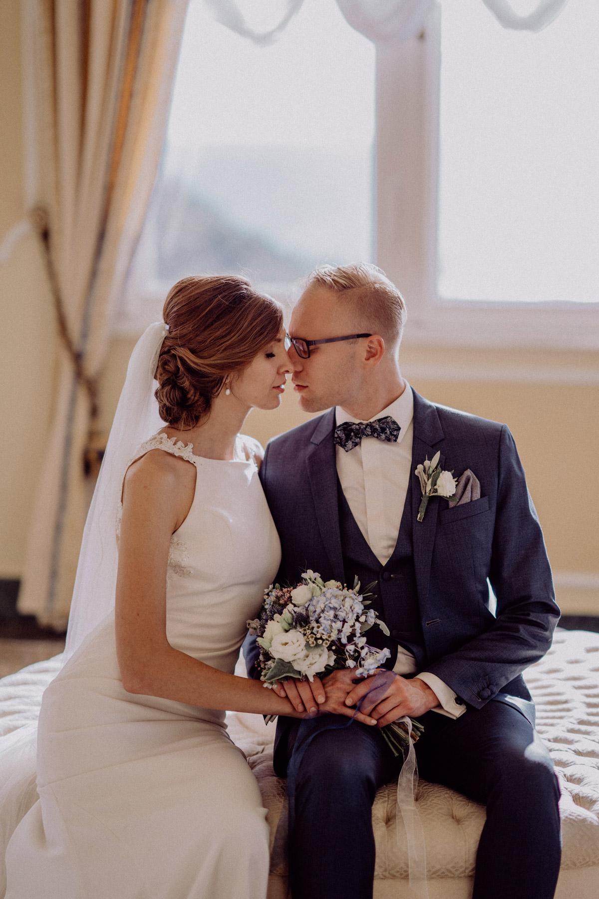 Hochzeitspaar Posing elegant auf Italien Hochzeit mit Hochzeitplanerin aus Berlin #hochzeitslicht Toskana Hochzeitsfotos und Hochzeitsfilm Destination-Hochzeitsfotograf © www.hochzeitslicht.de