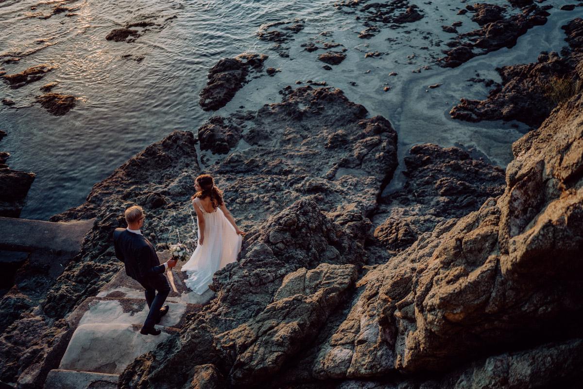 Paarfotoshooting am Meer - Italien Hochzeit mit Hochzeitplanerin aus Berlin #hochzeitslicht Toskana Hochzeitsfotos und Hochzeitsfilm © www.hochzeitslicht.de