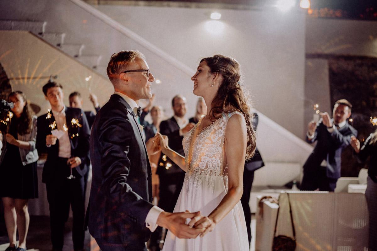 Italien Hochzeit mit Hochzeitplanerin aus Berlin #hochzeitslicht Toskana Hochzeitsfotos und Hochzeitsfilm © www.hochzeitslicht.de Eröffnungstanz