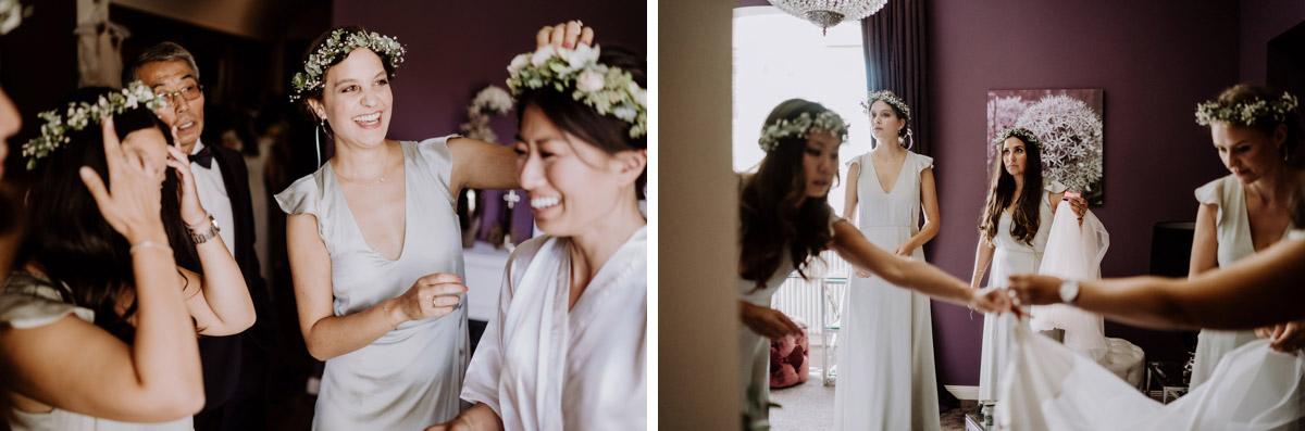 Blumenkranz Haare vintage Hochzeit mit koreanischer freier Trauung auf Schloss Kartzow von vintage Hochzeitsfotografin aus Berlin #hochzeitslicht © www.hochzeitslicht.de