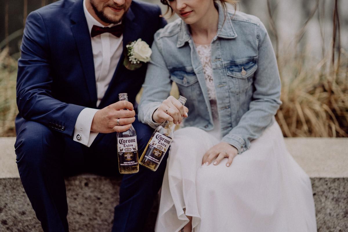 Corona Hochzeit in Standesamt Kirche Bad Belzig und Springbachmühle von vintage Hochzeitsfotografin aus Berlin #hochzeitslicht © www.hochzeitslicht.de kleine Hochzeit bzw. Small-, Intimate-, Tiny-, Micro-Wedding